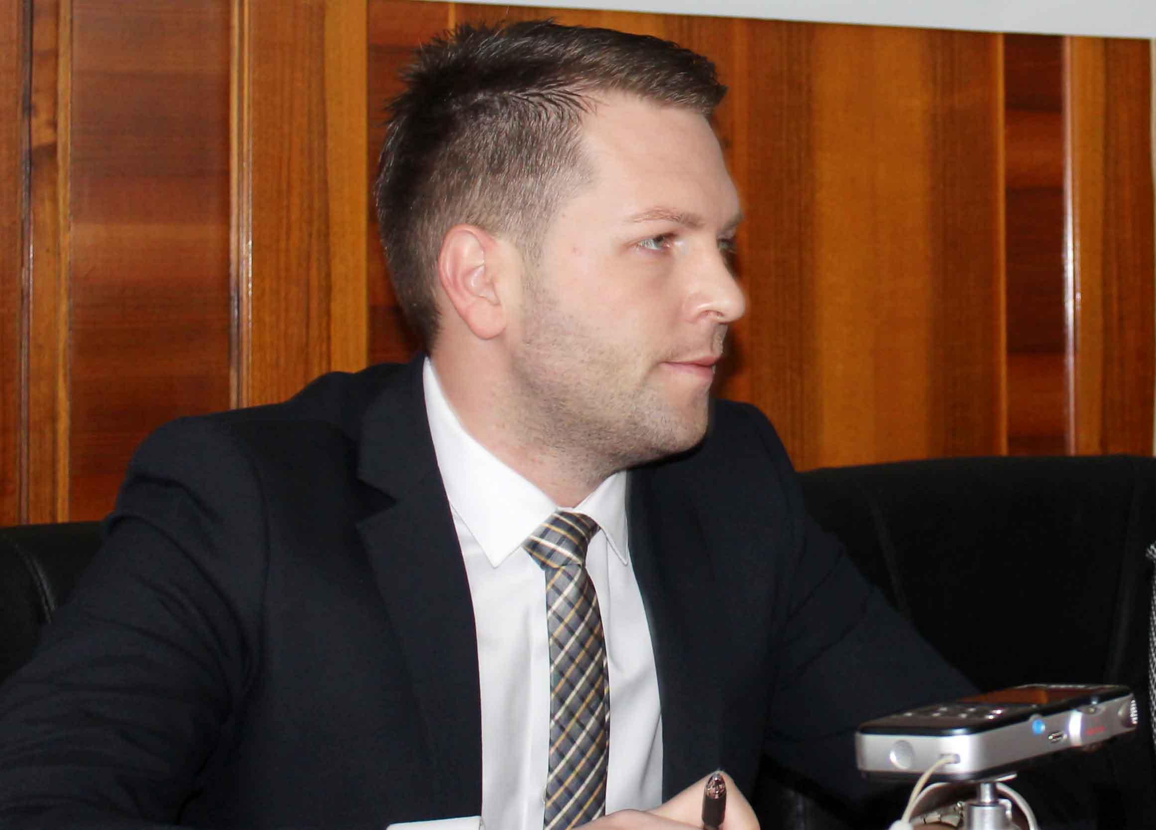 Gabriel Crîngeneanu, fostul şef al Cancelariei Prefectului, a dat în judecată instituţia