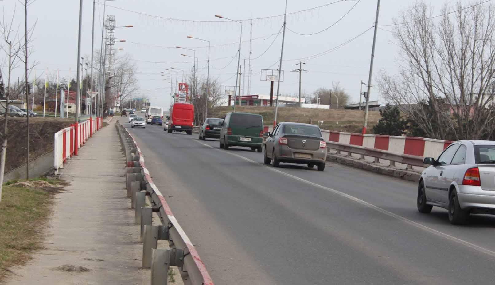 Timp de două luni, circulația pe Podul Vedea se va desfășura pe un singur sens