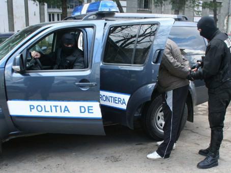 Un teleormănean de 29 de ani, căutat pentru furt, reținut de polițiștii de frontieră din Turnu