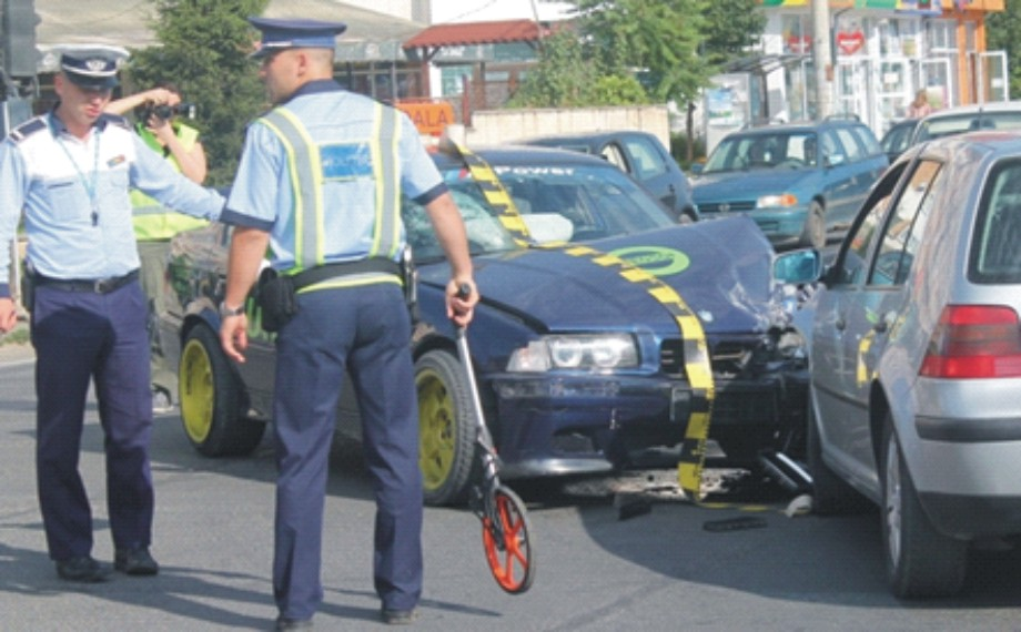 Pasager, accidentat grav de un şofer de 70 de ani care nu a acordat prioritate