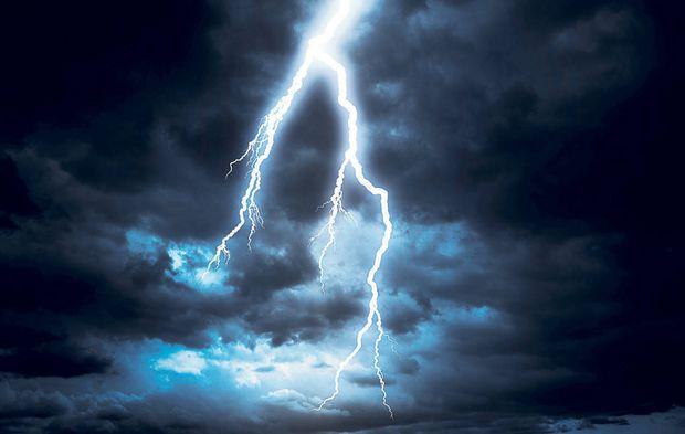 ALERTĂ NOWCASTING! Grindină, descărcări electrice și vijelii pentru 58 localități din Teleorman