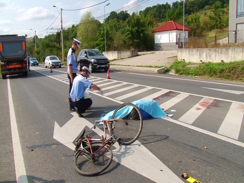 Accident mortal pe şoseaua Alexandria- Turnu Măgurele. Un biciclist a decedat, după ce a fost lovit de un autobuz
