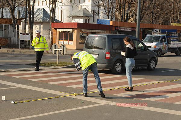 Minoră de 14 ani, accidentată pe trecerea de pietoni. Șoferița a fugit de la locul faptei, fiind oprită în trafic la Turnu Măgurele