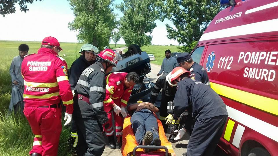 """Accident rutier între Drăgăneşti Vlaşca şi Botoroaga, provocat de un tânăr cu """"alte preocurări"""" la volan"""