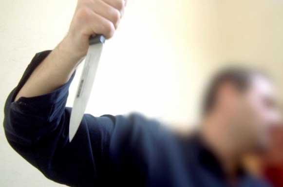 Şi-a ameninţat consăteanul cu cuţitul