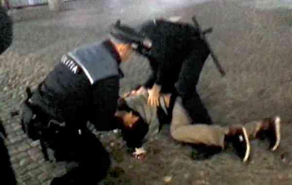 Scandal în comuna Crângeni. Un tânăr băut i-a ameninţat pe poliţişti cu două cuţite