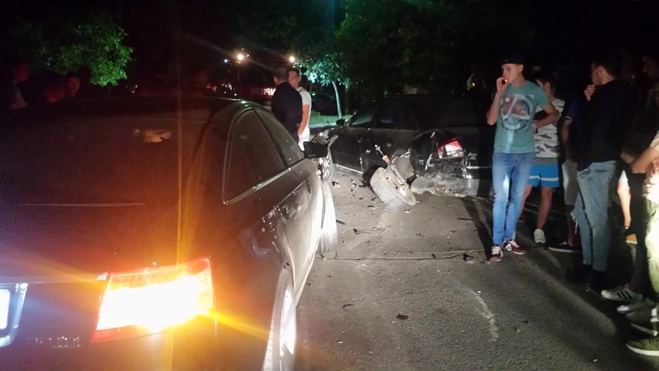 Scandal în centrul Alexandriei! Câţiva tineri s-au luat la bătaie, în urma unui accident de circulaţie