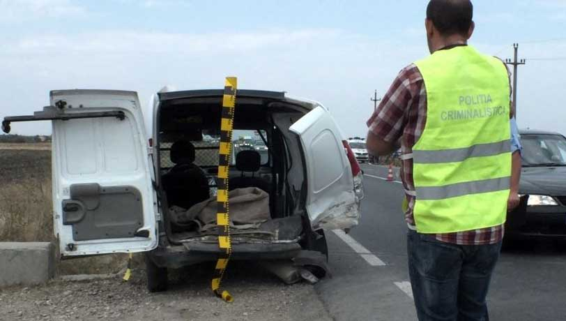 Accident în sensul giratoriu, pe centura Alexandriei. Conducătorul auto și un pasager de 19 ani au fost răniți ușor