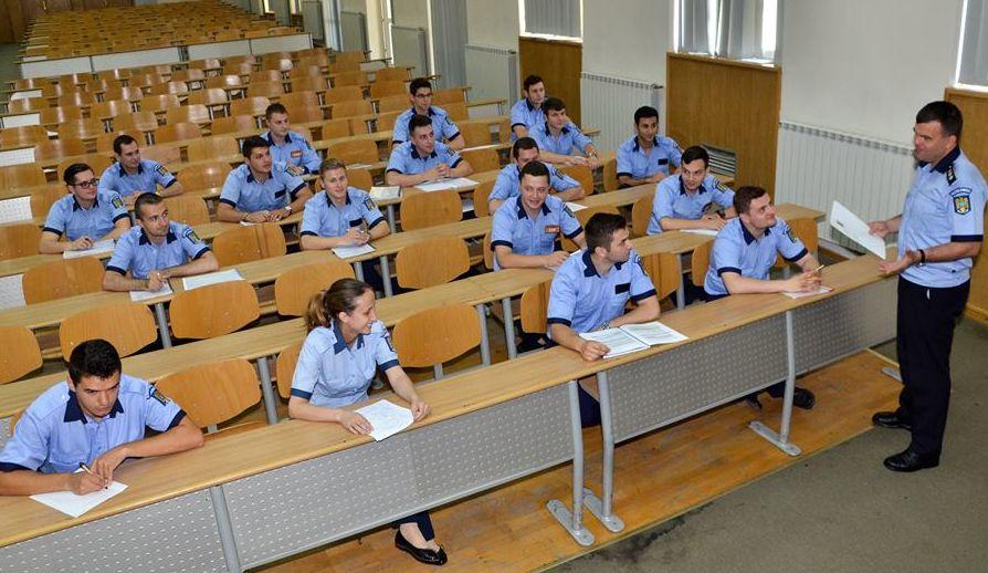 """58 de tineri teleormăneni, admiși la Şcoala de Agenţi de Poliţie """"Vasile Lascăr"""" din Câmpina"""