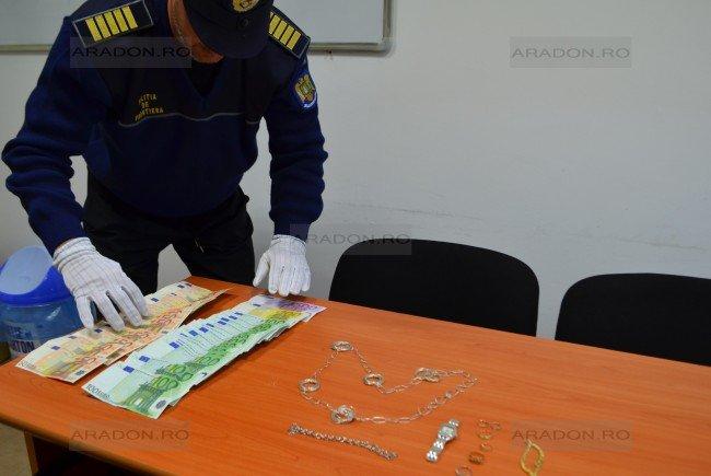 Un bărbat din Suhaia a furat bani şi bijuterii de 150 de milioane de lei vechi, profitând de neatenţia proprietarilor