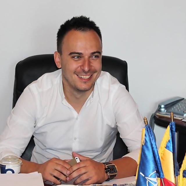 Consilierul județean Cătălin Burcescu și-a dat demisia din PNL. Tânărul politician s-a înscris în ALDE