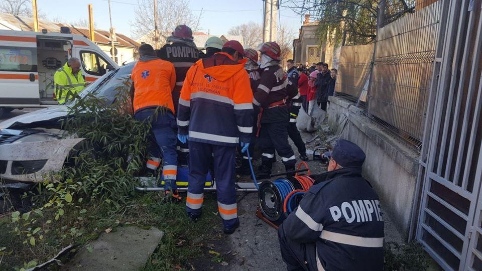 Accident în municipiul Roşiorii de Vede. Doi bărbaţi au suferit multiple traumatisme