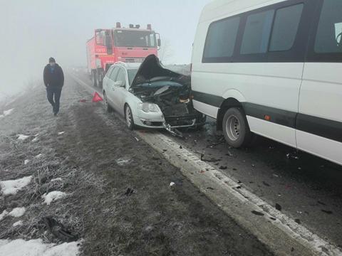 Accident cu trei victime pe E70. O femeie gravidă a fost preluată de Ambulanţă