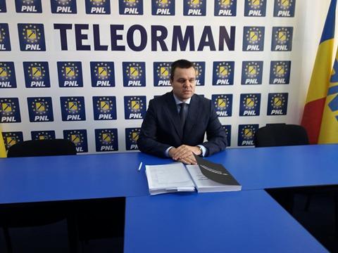 """Senator Eugen Pîrvulescu: """"Directorii instituțiilor din Teleorman, ajunşi în funcţie prin pile şi aranjamente, să plece acasă"""""""
