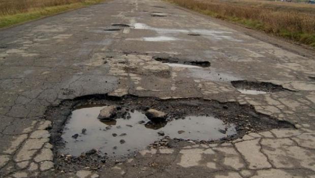 Blestemul șoferilor va lua sfârșit! La propunerea consilierilor județeni liberali, drumul Troianu-Peretu va fi modernizat