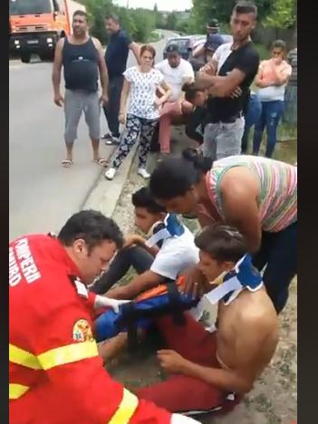 A vrut să-și facă singur dreptate. Un bărbat din Drăgănești Vlașca a intrat cu tractorul într-o căruță, rănind trei minori