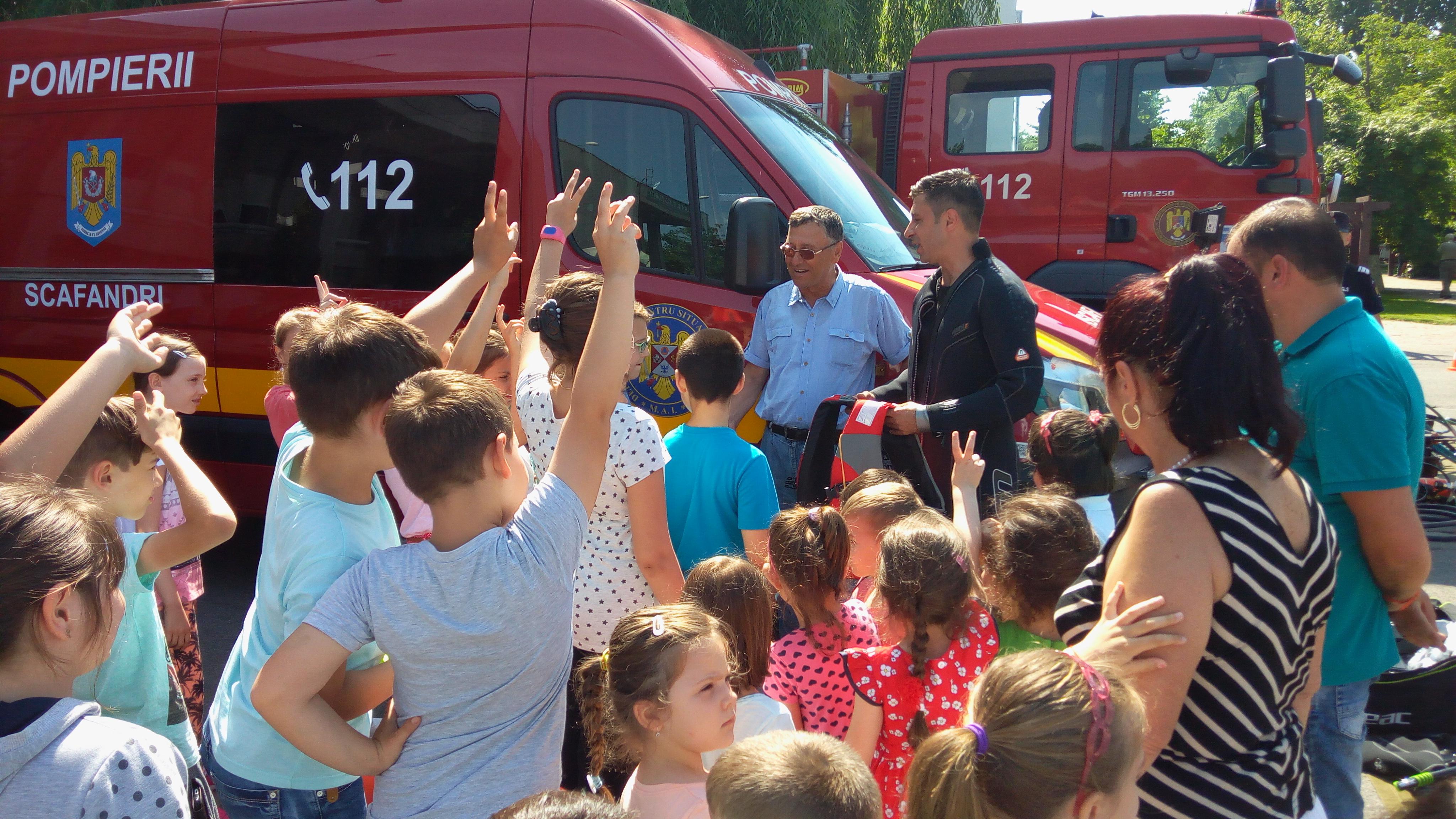 """Jandarmii, polițiștii și pompierii teleormăneni """"își deschid porțile"""" pentru copiii din județ"""