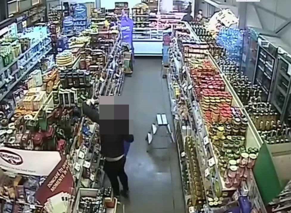 O bătrână din Mavrodin riscă pușcăria. Femeia de 75 de ani a furat din magazin o pungă de cafea și două pachete de halva!