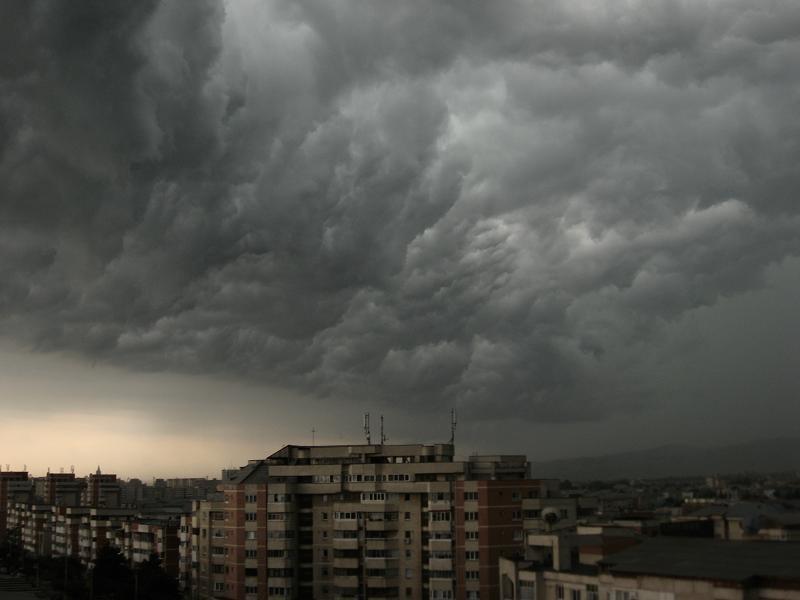 ALERTĂ NOWCASTING! Grindină, descărcări electrice și rafale de vânt, în 70 de localități din Teleorman