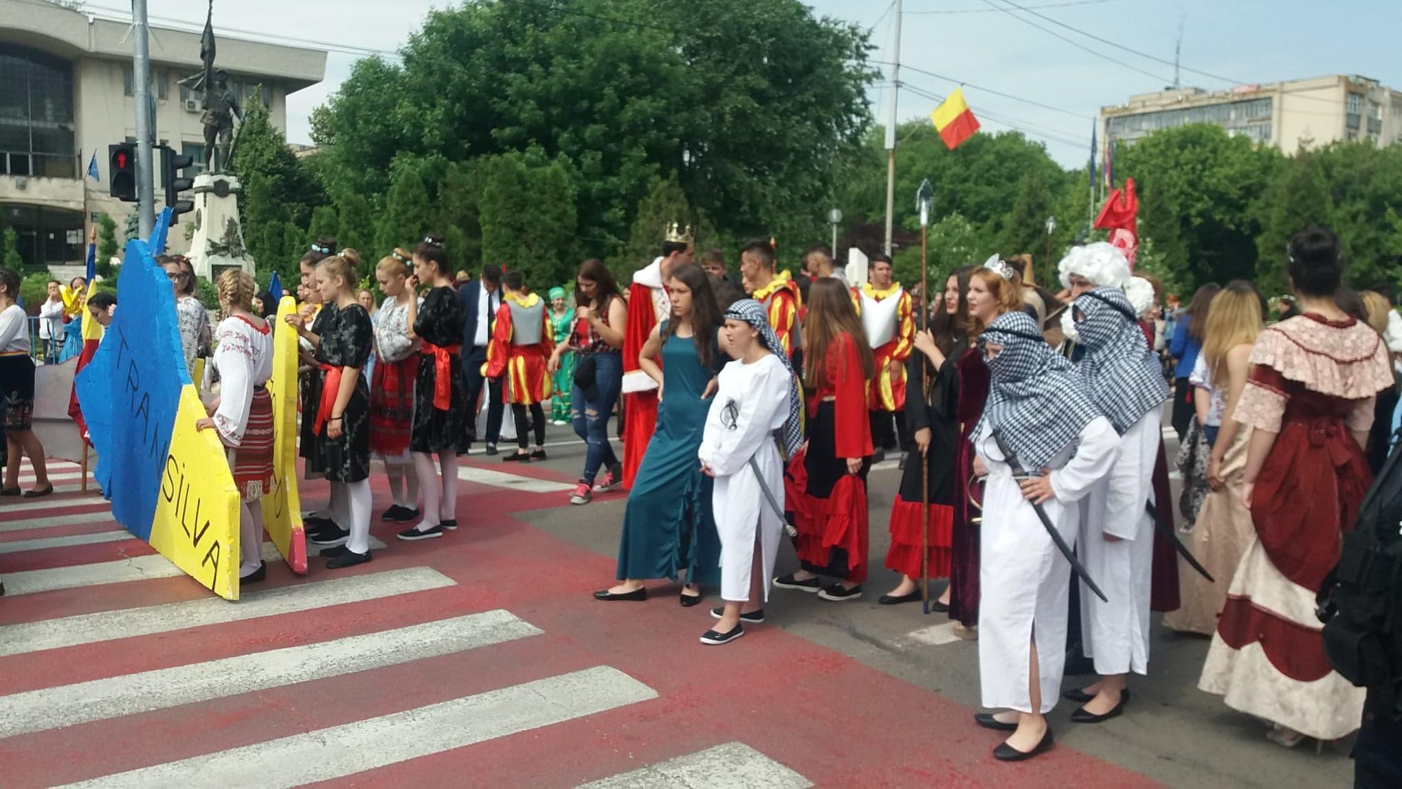"""""""Parada Europei"""" și-a desemnat câștigătorii! Locul I a revenit Colegiilor """"Ghica"""" și """"Cuza"""" din Alexandria"""