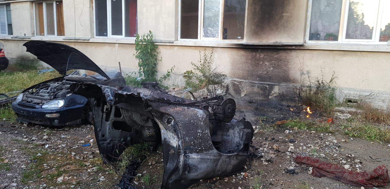 Autoturism în flăcări la Videle, din cauza scânteilor produse de un flex