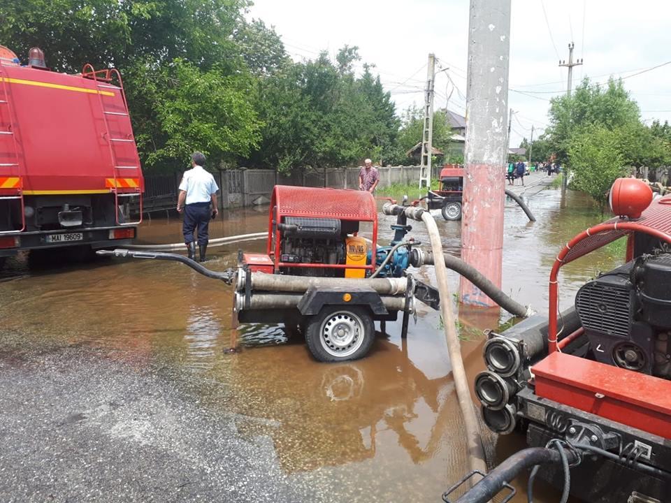 Trei solicitări pe 112, în urma fenomenelor meteorologice severe de azi-noapte din Teleorman