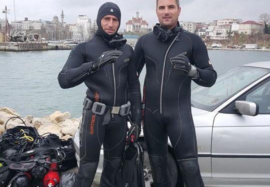 Scafandrii Mihai Olteanu și Prăjitu Dragoș, în căutarea tânărului dispărut în zona plajei Corbu