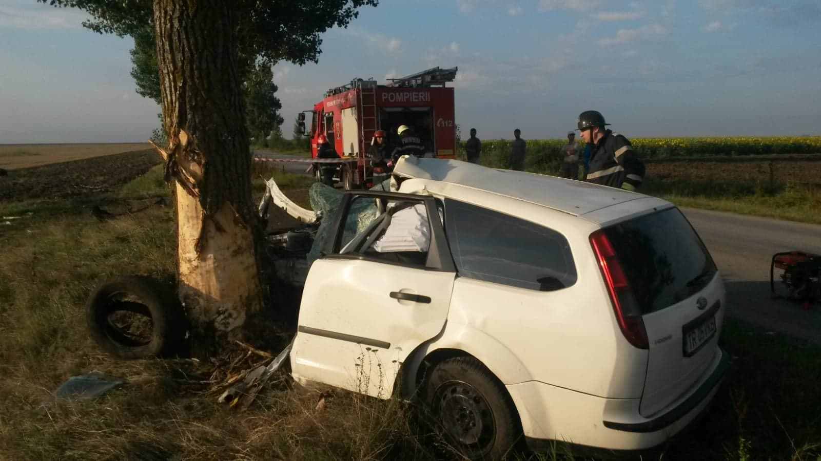 Accident mortal pe șoseaua Roșiori – Troianu. Șoferul, un bărbat de 33 de ani, a decedat pe loc