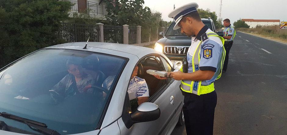 Un bărbat din Turnu, cercetat penal după ce şi-a pus nepotul de 17 ani să conducă maşina