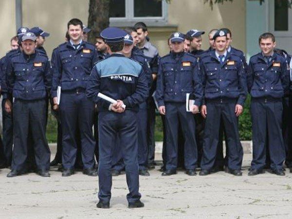Studenţi de la Academia de Poliţie, iniţiaţi în tainele meseriei, la Biroul pentru Imigrări Teleorman