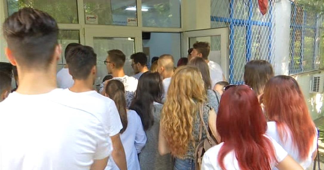 """Rezultate finale Bacalaureat 2019. 10 elevi de nota 10. Colegiul Pedagogic """"Mircea Scarlat"""" din Alexandria, cea mai mare promovabilitate – 93,36%"""