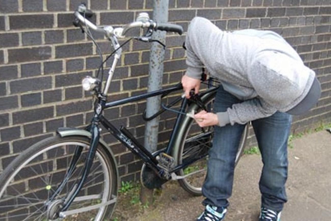 Un puştan de 15 ani, din Videle, cercetat pentru furtul de biciclete. Poliţiştii au găsit la casa băiatului 9 vehicule cu două roţi