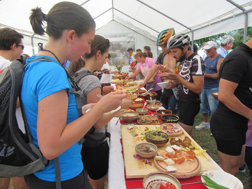 """""""Brunch"""", în Ograda lui Moromete. Mâncare """"ca la mama acasă"""" pentru turiștii sosiți în comuna Talpa"""