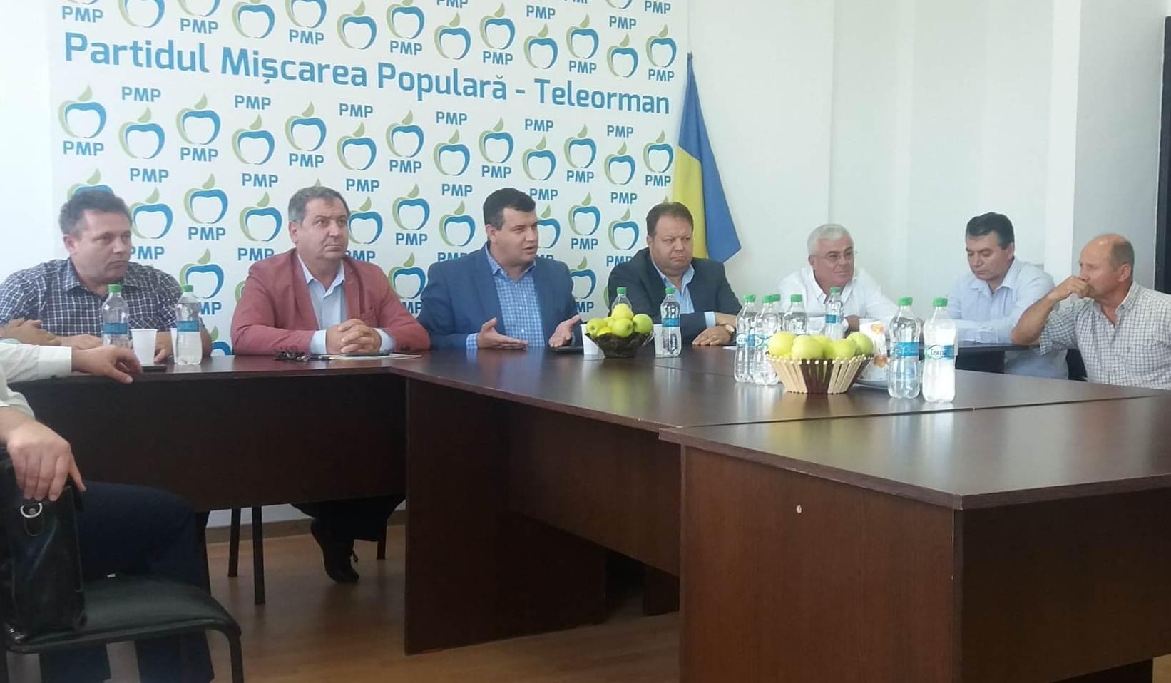 Preşedintele Eugen Tomac, la Alexandria: Dragnea, cu mustaţa sa fină, a reuşit să ne corupă doi senatori. Astfel, ne-a desfiinţat grupul de la Senat