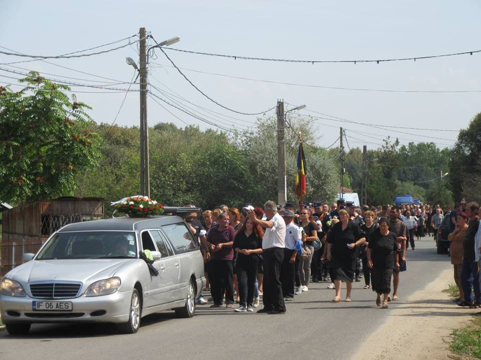 Jandarmul decedat în accidentul din Cornetu, condus pe ultimul drum. Astăzi, Ciocan Giani Gabriel ar fi împlinit 42 de ani