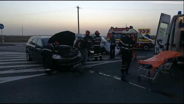 Accident în sensul giratoriu, pe Centura Alexandriei. O femeie a suferit un traumatism de coloană cervicală și toracic