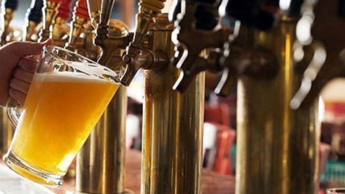 Veste bună! Se ieftinesc serviciile de restaurant, catering și…berea!