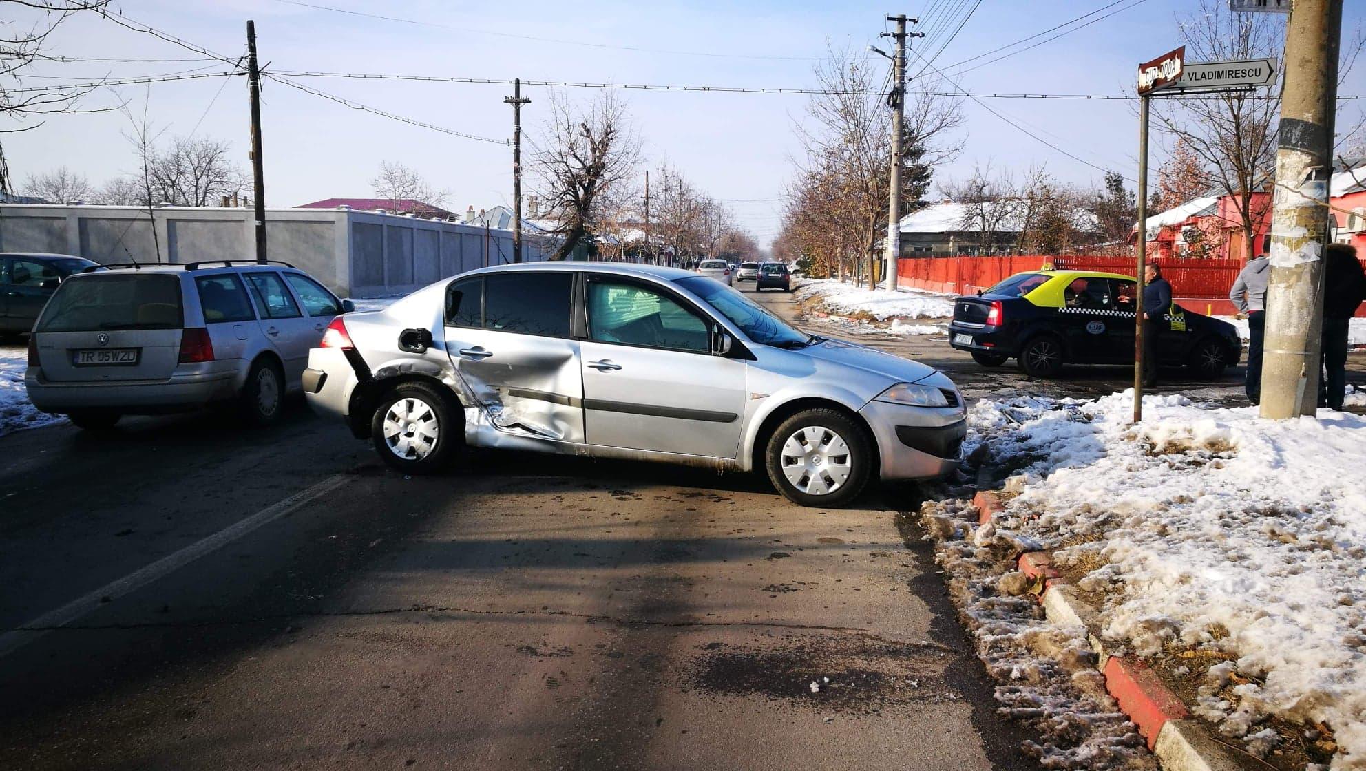 Accident în Alexandria, la intersecţia străzilor T. Vladimirescu şi Cuza Vodă. Unul dintre şoferi nu a văzut indicatorul STOP