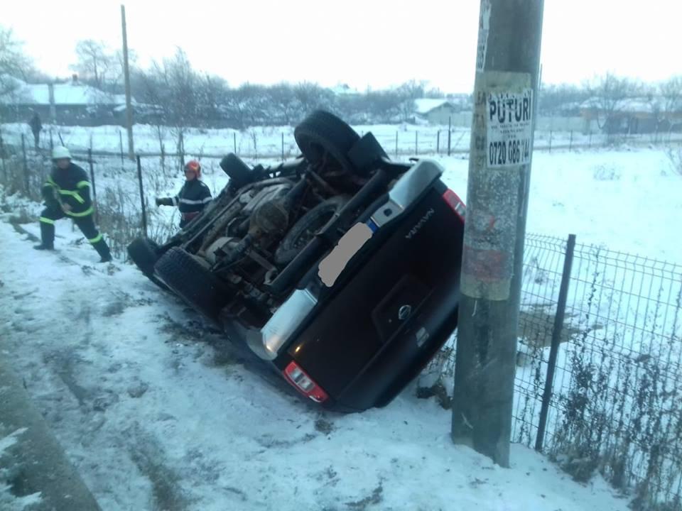 Autoturism răsturnat pe E70, la ieșire din Roșiori. În mașină se aflau patru tineri cu vârsta cuprinsă între 15 și 18 ani