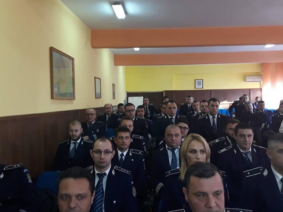 """Avansări în grad, la IPJ Teleorman. 20 de polițiști au primit """"o stea sau o tresă"""" în plus pe umeri!"""
