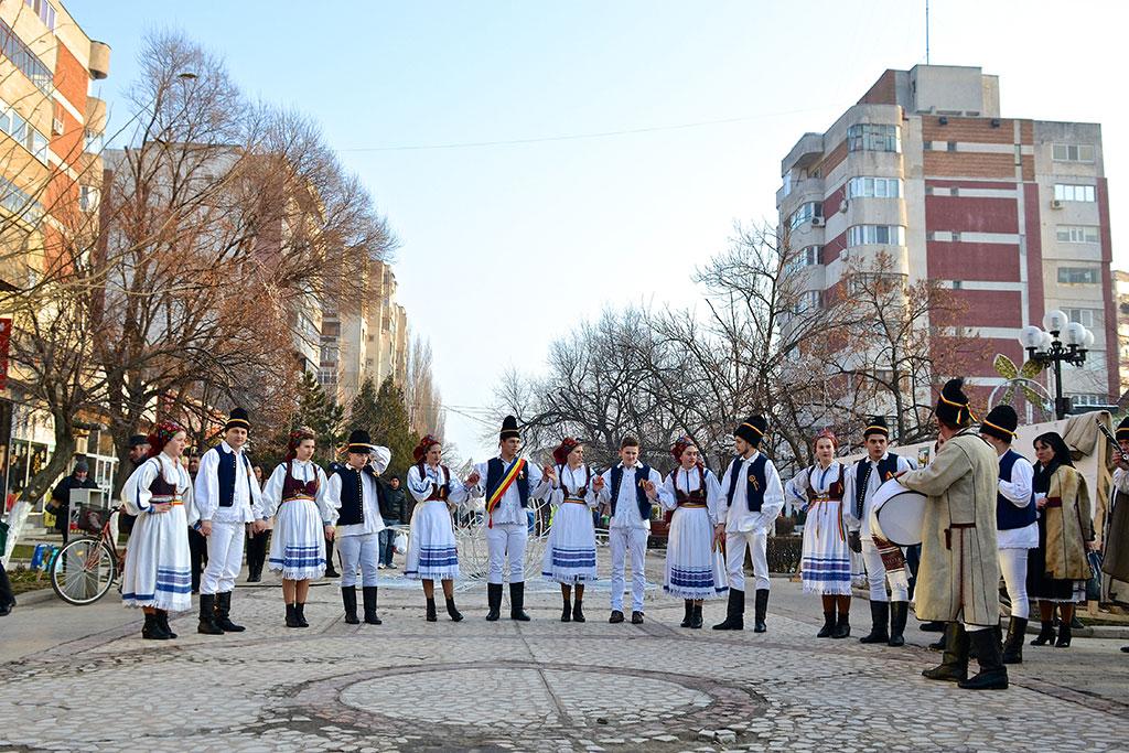 """Festivalul tradițiilor și obiceiurilor de iarnă """"Iată, vin colindătorii!"""", la a IV-a ediție"""