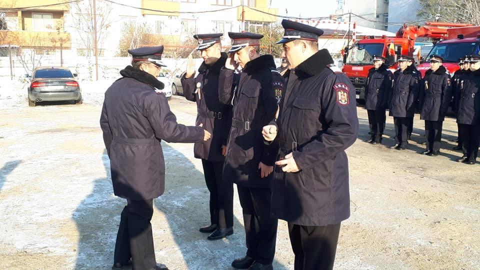Patru pompieri din Teleorman, ce s-au remarcat în misiunile încredinţate, au fost avansaţi în grad