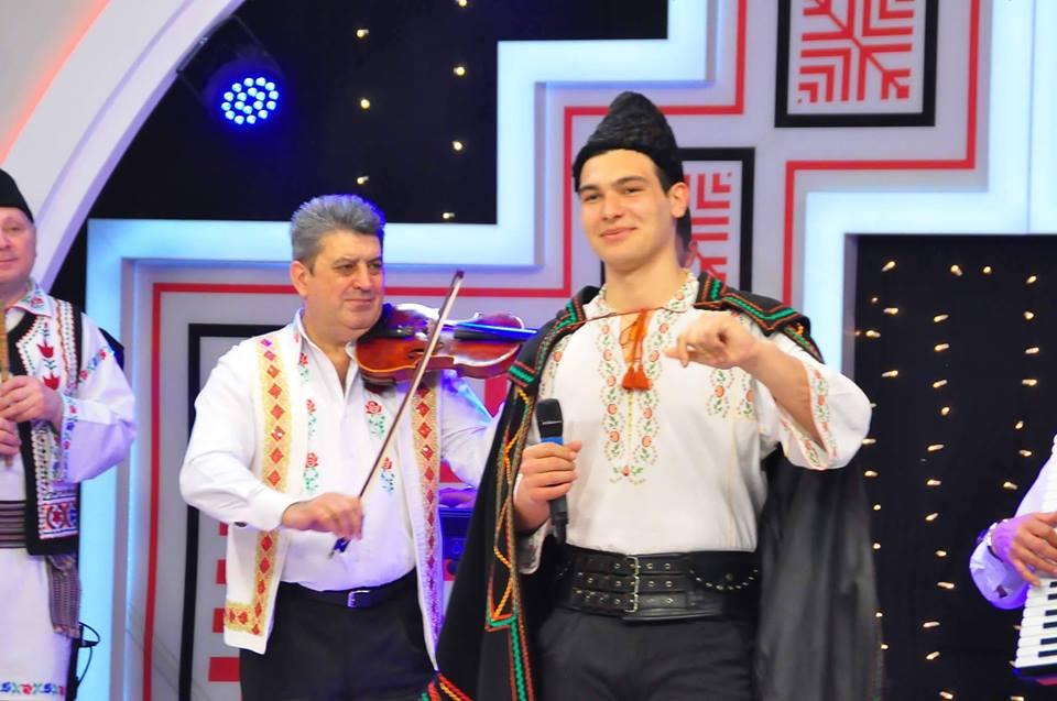 """Tânărul solist de muzică populară, Florin Ristache, va reprezenta județul la Festivalul """"Cunună de Cântec Românesc"""""""