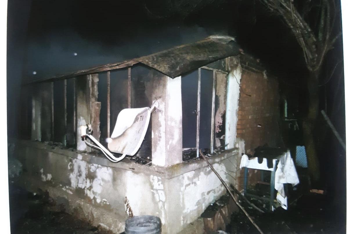 Doi poliţisti din cadrul IPJ Teleorman au salvat o femeie de 82 de ani din casa incendiată