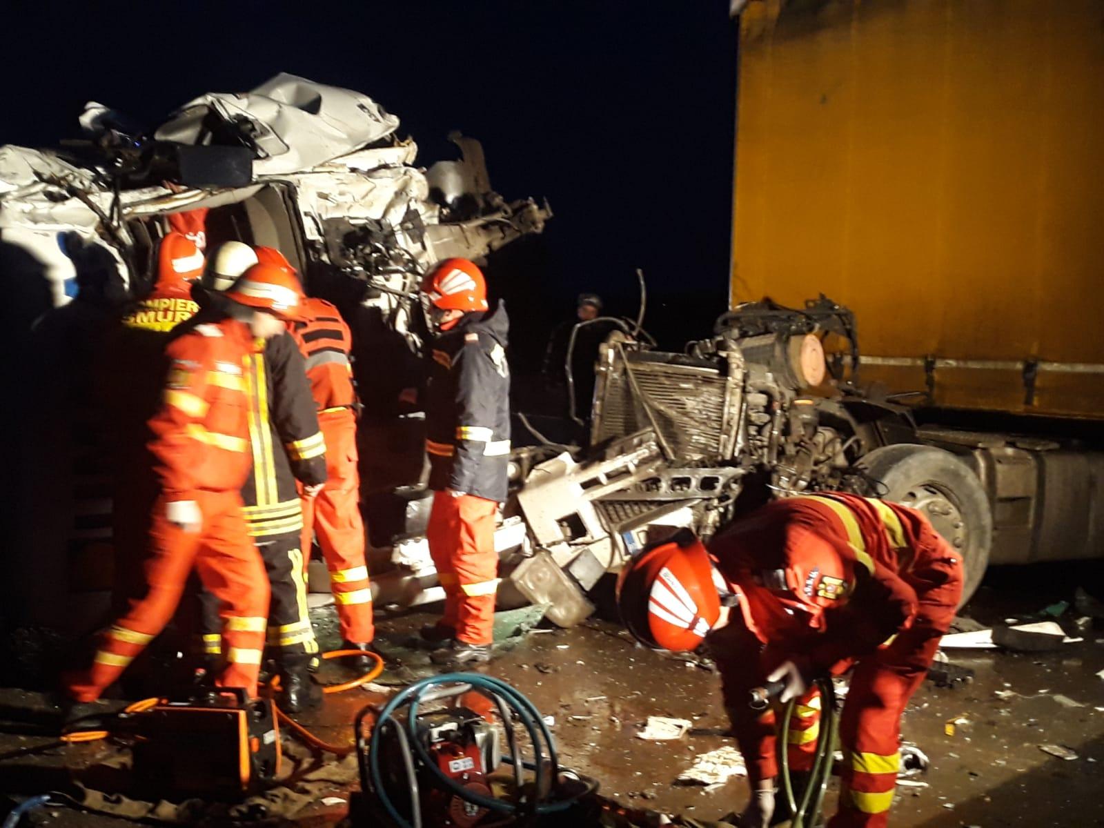 Accident pe E70, în comuna Drăgănești Vlașca, între două TIR-uri. Unul dintre șoferi a rămas încarcerat mai bine de o oră