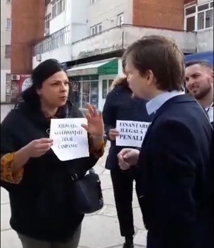 Primarul Cîrciumaru și-a trimis slugile să-l huiduie pe Cioloș. Consilierul județean, Cristina Alcea, pe post de păpușar