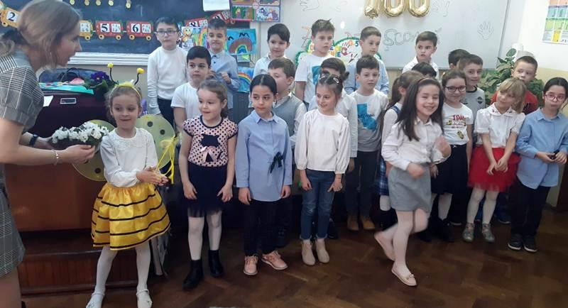 """Copiii claselor pregătitoare de la Şcoala Gimnazială ,,Mihai Viteazul"""" au sărbătorit ,,100 zile de şcoală"""""""