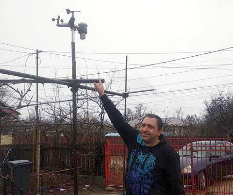 Un tânăr din Videle se laudă cu prima stație METEO privată. Moisei Bogdan spune că acuratețea informațiilor este de 95%