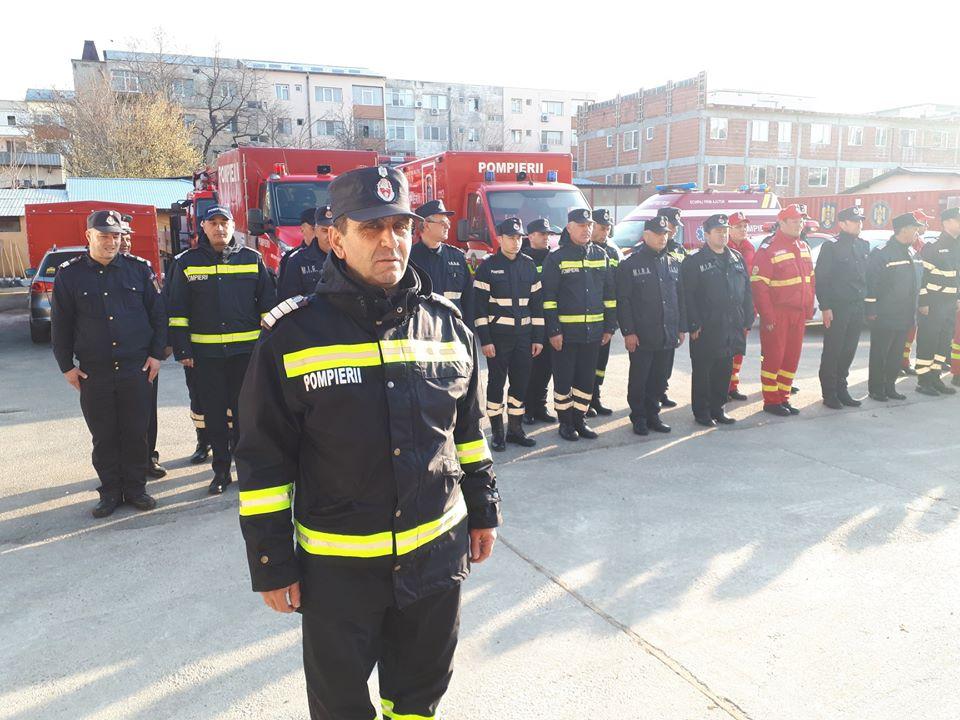 Momente emoționante la ISU Teleorman. Pompierul salvator, Plt. adj. șef Dinu Nicolae, a ieșit la pensie în aplauzele colegilor