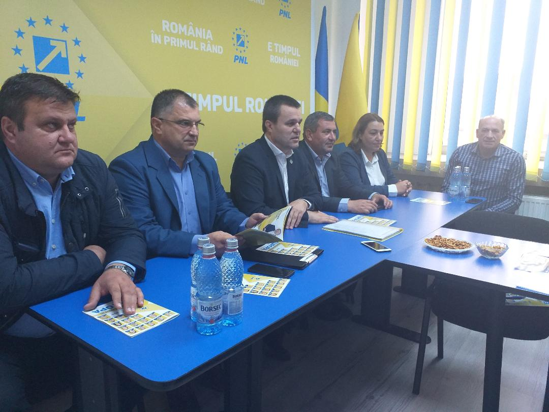 Doi primari din Teleorman, excluşi din PNL. Susţinerea altui partid şi rezultatul slab din alegeri, principalele acuzaţii
